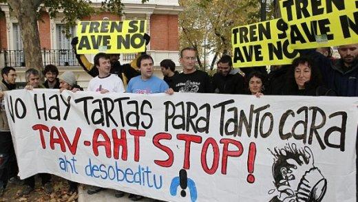 Barcina demande jusqu'à 9 ans de prison pour ses entarteurs ! dans AHT tartazos_1-0c30e